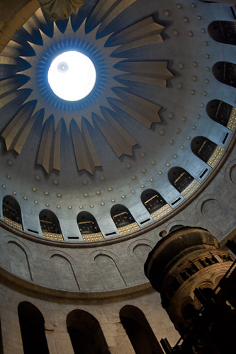 Photo of the rotunda of the Church of the Holy Sepulchre.